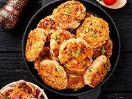 Рецепта Печени кюфтета от пилешко месо и тиквички на грил тиган и запечени на фурна